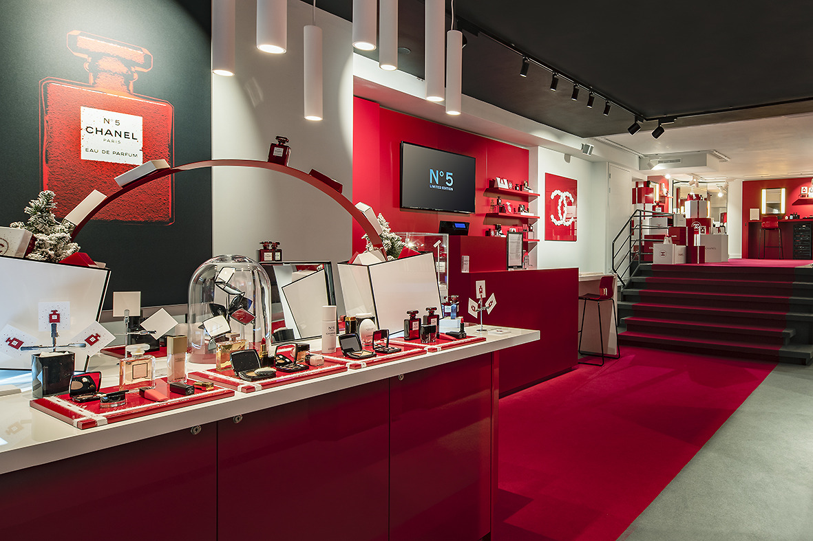 CHANEL N°5 RED AMSTERDAM FRAGRANCE & BEAUTY EPHEMERAL BOUTIQUE